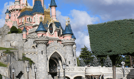 Review a family holiday to Disneyland Paris