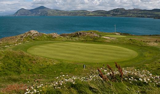 Review a luxury golfing break in Wales